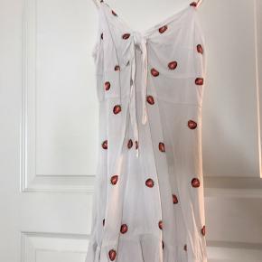 Kjole med jordbær fra ASOS. Brugt et par gange