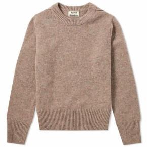 Sælger denne Acne Studios sweatshirt, da det er et fejlkøb. Aldrig brug og stadig med tags Nypris: 300£ Min pris: 1500   Skriv for flere informationer eller billeder