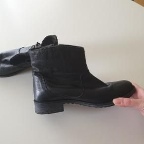 Lækre skind støvler, fra ukendt mærke. Gode men brugte.