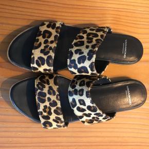 Vagabond leopard sandal. Brugt få gange. Str. 38.