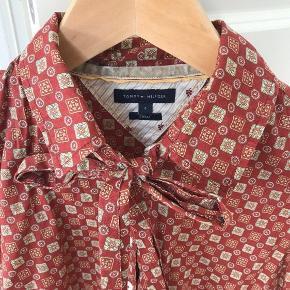 Tommy Hilfiger skjorte med sløjfen str.xs men passer også til str.s