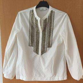 Hvid skjorte med perler