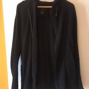 Sælger denne lækre hættetrøje med Zip fra Tiger of Sweden. Brugt 3-4 gange. Nypris 1400 kr.   Tiger Of Sweden Viper Hoodie