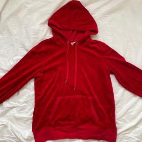 rød velour hoodie/hættetrøje fra h&m i størrelsen large  minder om de populære juicy couture tracksuits
