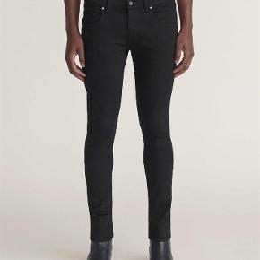 Fede super slim fit bukser, aldrig brugt. Str 28/32 Mp 550,- I butikkerne nu.  Bukser Farve: sort Oprindelig købspris: 1000 kr.