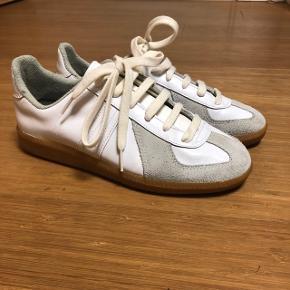 BW Sport sneakers sålen er 25 cm langOg skoene er i virkelig god stand.  Disse sko er nærmest umulige at slide op og inspiration til nogle af de mest legendariske sneaker fra Dior og Martin margiela