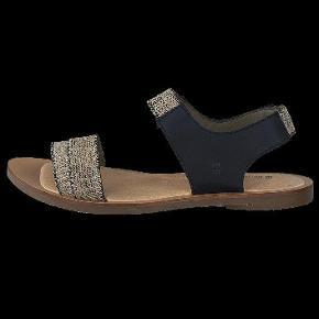 Varetype: Sandaler Farve: Sort/natur Oprindelig købspris: 600 kr.  Fejlkøb.  Størrelsen er helt alm. str. 40, men velegnede til brede fødder, p.g.a det elastiske materiale.   Mp er 395 pp. og bytter ikke, tak.