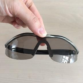 Endura cykelbriller med ekstra glas og hårdt brilleetui og stofpose. Kun brugt få gange.