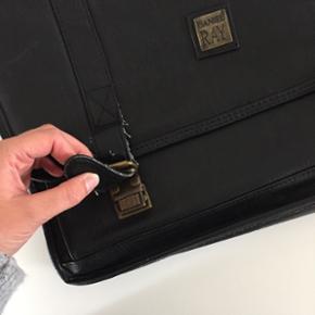 Vintage taske. Uden skulderrem.  Sendes ikke.