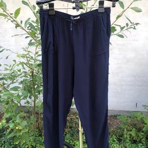 Mørkeblå bukser fra Springfield i str L Elastik ved anklen Brugsspor  Byd gerne