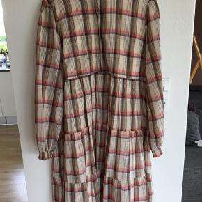 Super fin Sofie schnoor kjole, prøvet på en enkelt gang.