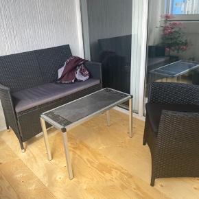 Sælger det her fine havemøbelsæt.  Ikke været udsat for regn, da det har stået i et lukket altan.