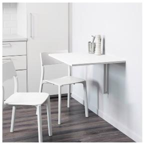 Super fint vægmonteret klapbord i hvid med målene 74x60 cm. Bordet er ca. et halvt år gammelt, og er i rigtig god stand. Skriv gerne for flere billeder.  Bordet skal hentes i Roskilde. 💞  Kom gerne med bud!