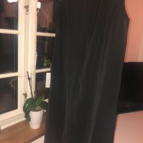 Helt ny Lace By Stacia kjole  Størrelse S - svarer dog til en M  Er åben for bud, så skriv endelig!