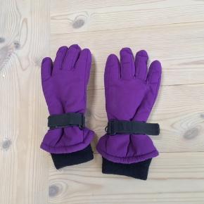 Nye handsker str 3/5 år