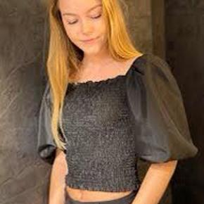 Neo noir Stuart bluse  Den fineste top med elastik og puff-ærmer  Stort set ikke brugt