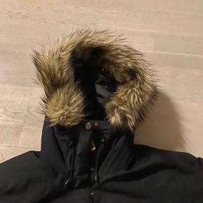 Lækker vinter jakke i sort G1000. Er en str xxs men passer en str s og m.