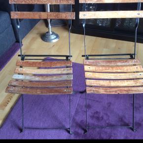 2 stk træ/metal havestole med patina 200 kr for dem begge