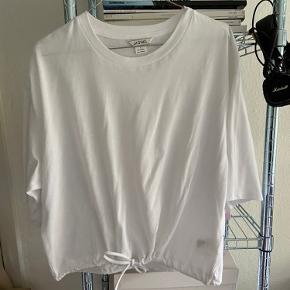 Fed t-shirt fra monki, aldrig brugt