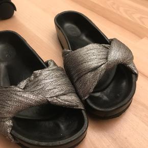 Fremstår som ny. Ingen brugspor. Meget behagelige slippers/sandaler fra iro.