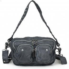 Nunoo Allimakka taske i grå vasket læder sælges