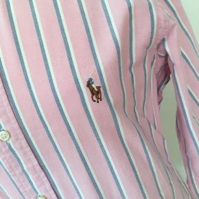 Ralph Lauren skjorte. Brugt men fremstår stadig i fin stand! 😊
