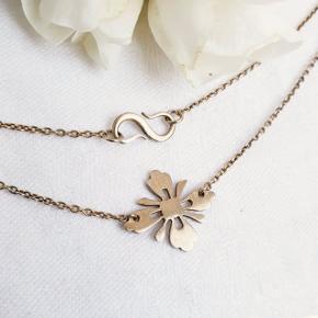 Sød halskæde fra i antik forgyldt sølv. Stemplet 925 S og ARENA.  Se også mine andre annoncer med smykker 🌼