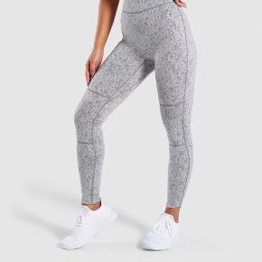 Gymshark Fleur leggings in charcoal marl, too small for me - new price 500.- Inside label removed, no flaws, very soft material.