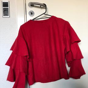 Vildt fed trøje med flæser Str: S Prisen er ikke fast, så byd endelig :)