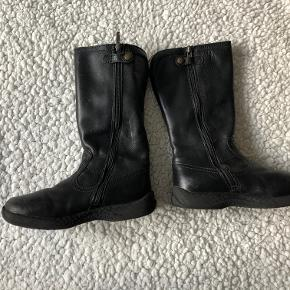 Sorte læderstøvler fra Primigi i str. 30.