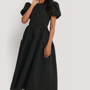 Fin kjole brugt to gange - stadig på hjemmeside