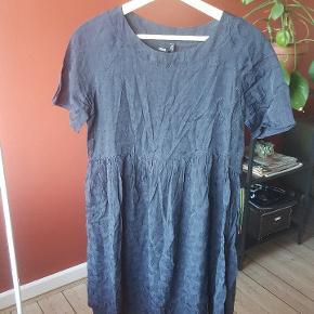 Flot babydoll kjole fra ASOS i UK str. 10. Fitter en 38