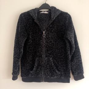 H&M lækker varm cardigan med hætte med motiv af kattehoved. Str 146-152 cm