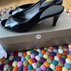 Smukke Peter Kaiser sko. Skind og meget behagelige. Får dem desværre bare ikke brugt.