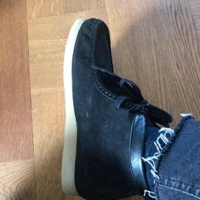 Zara ruskinds sko med gummi sål.. str 38 aldrig brugt da de var for små.  Bytter ikke.  BYD gerne🌸