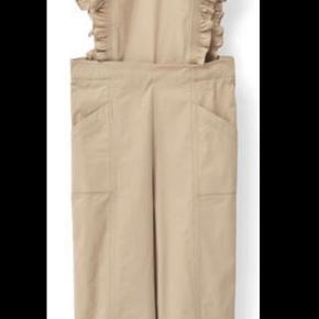 Hej :)   Jeg sælger denne smukke buksedragt relativt billigt. Tænker omtrent 350 kroner :)