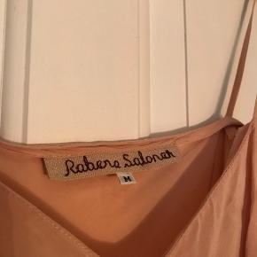 Fin underkjole fra Rabens Saloner i pudder rosa.