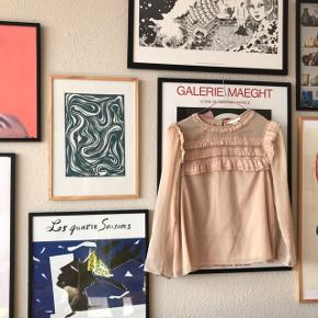 Brugt men pæn tunika fra H&M i str. 40 👌🏼 smuk rosa/nude farve, der er lidt svær at beskrive. God stand. Har knapper i ryggen, og er gennemsigtig 💥🌸  Bemærk - afhentes ved Harald Jensens plads eller sendes med dao 🌈 bytter ikke!   💫 Skjorte tunika bluse lyserød rosa nude beige blonde blonder flæse flæser