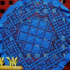 Hvis du er til kongeblå og gl fine textiler, er det her måske noget. Håndfarvet og smukt forarbejdet. For nærmere beskrivelse og mål se sidste foto.