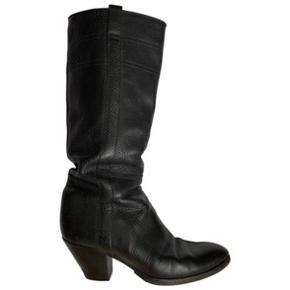 Flotte Buttero støvler i sort tykt læder. Er forsålede. Ny pris 3700kr.