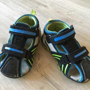 VRS sandaler Rigtig fine og gode sandaler  Str 23  Der er lidt slid på snuden - se billeder