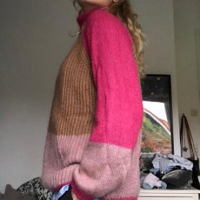 Sælger denne lækre mohair sweater. Den er næsten aldrig brugt og er af super lækker kvalitet. 💞 Str XL men jeg er S-M og har bare brugt den oversize