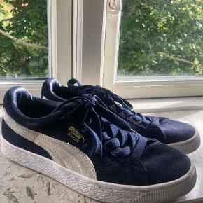 Puma sneakers i blå ruskind.  Fejler absolut ingenting, og er brugt meget få gange.  Kom gerne med et bud☺️