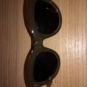 15kr + fragt. Helt nye solbriller fra Nakd.