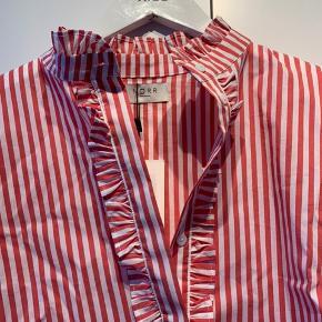 Skjorte fra Norr. Str. S  Nypris: 600 kr.  BYD