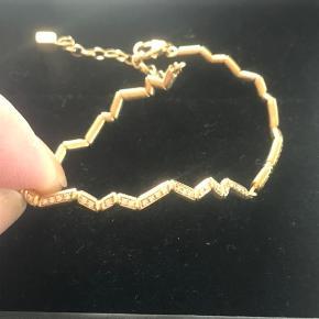 Fantastisk smuk 18 kt. armbånd, fra Wille Jewellery, model: Momentum, som nyt, båret 2 gange, model fyldt med diamanter ( brilliant cut), ganske unikt, dette er nr. 2 som er lavet... Str. regulerbar og passer alle. 83 brill. 0,415 ct. W/Si... Vægt 12 g. 18 kt. Guld. KOM GERNE MED ET REELT BUD🤗