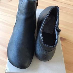Kort støvle fra Camper, aldrig brugt.