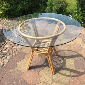 Bambus bord med glasplade , NEDSAT PRIS Højde 74 cm Diameter 106 cm