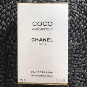 Helt ny Coco Mademoiselle 100 ml / aldrig brugt / 100% ægte - kan også oplyse nr i bunden. Kom med realistisk bud, tak.. alt andet vil blive ignoreret 🙏🏼🌸