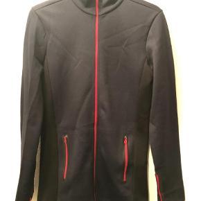 Varetype: Andet Farve: Sort,Rød,Mørkeblå Oprindelig købspris: 1599 kr.  Sporty trøje i str. XS - aldrig brugt - bytter ikke. Byd.